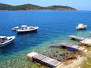 Private boat docks in Vis Town