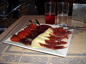 Racion de Jamon Ternera y Queso for dinner -- Slices of dried ham, veal and cheese -- dinner part two.