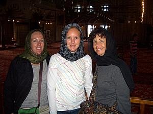 Kyleen, Kelly and Mom Klocke inside the Blue Mosque