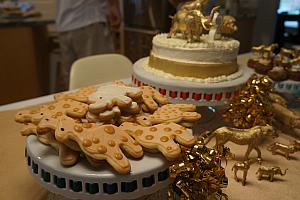 Lots of cookies and cake - golden safari theme